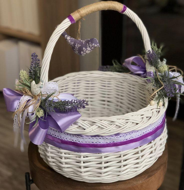 Самодельная плетеная корзинка с цветами
