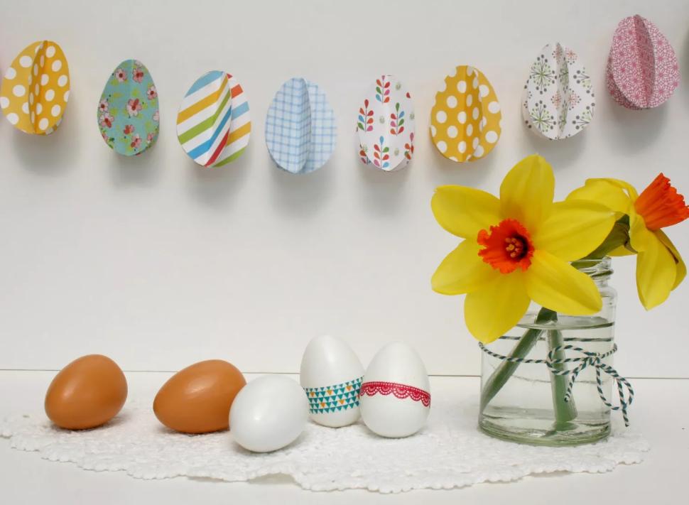 Украшение пасхальных яиц разными материалами своими руками