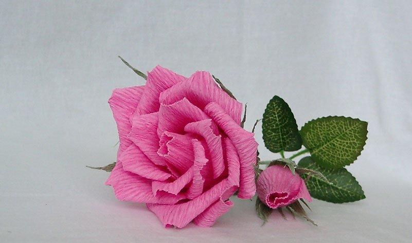 Как сделать красивую розу и бутон розы из гофрированной бумаги с конфетами и без конфет своими руками: пошаговая инструкция, шаблон и размеры лепестков, листьев. как сделать букет из роз, бутонов роз из гофрированной бумаги, корзину с розами?