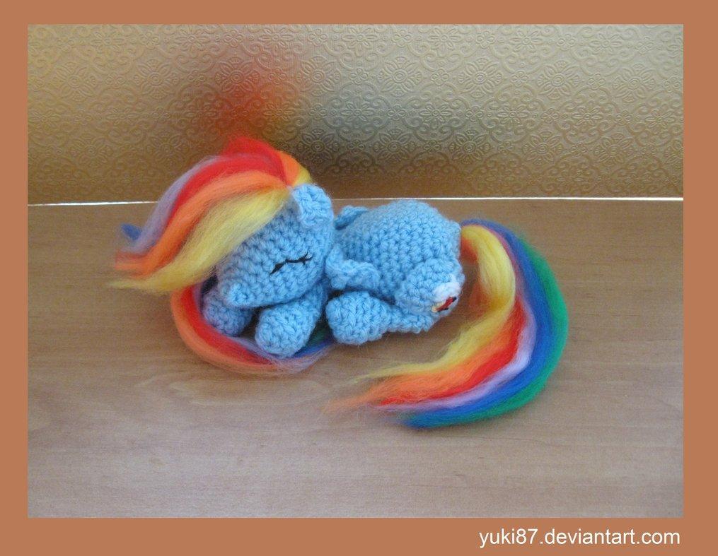 Три игрушки по одной схеме вязания