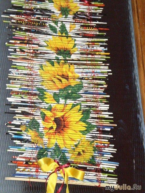 Декоративное панно из разноцветных газетных трубочек