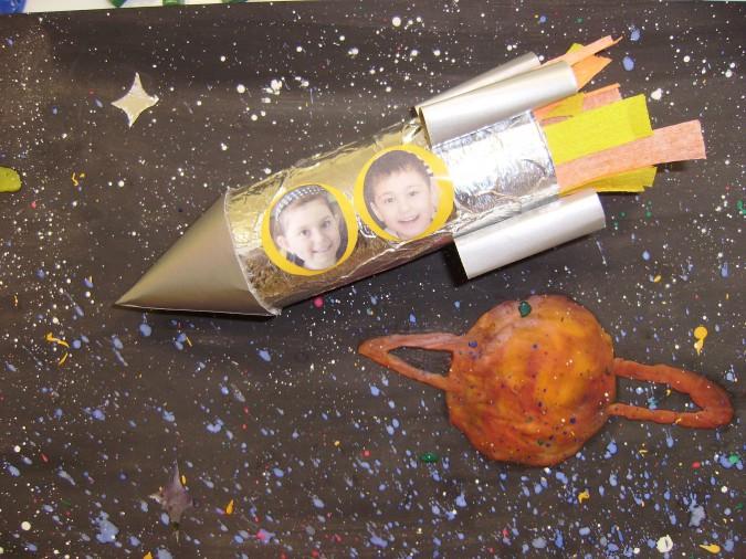 Как сделать ракету своими руками из бумаги, картона, бутылки, спичек и фольги. космическая ракета своими руками, которая летает – модели и схемы