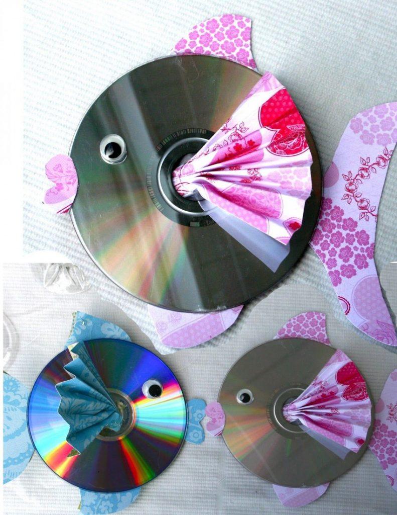 "Мозаичная картина из дисков ""Голуби"""