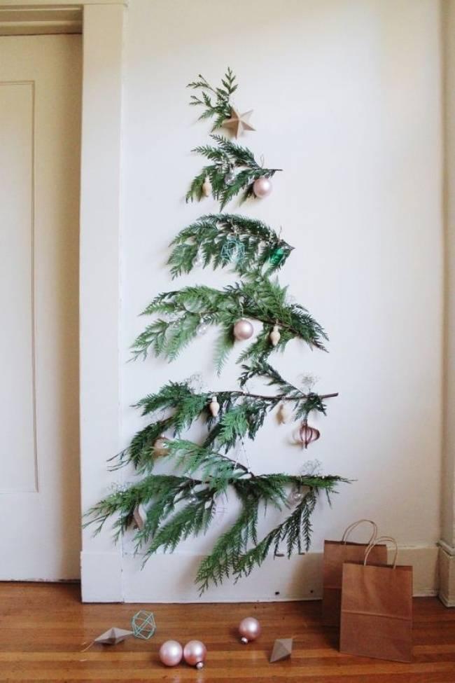 Новогодняя елка на стене: 10 креативных вариантов украшения