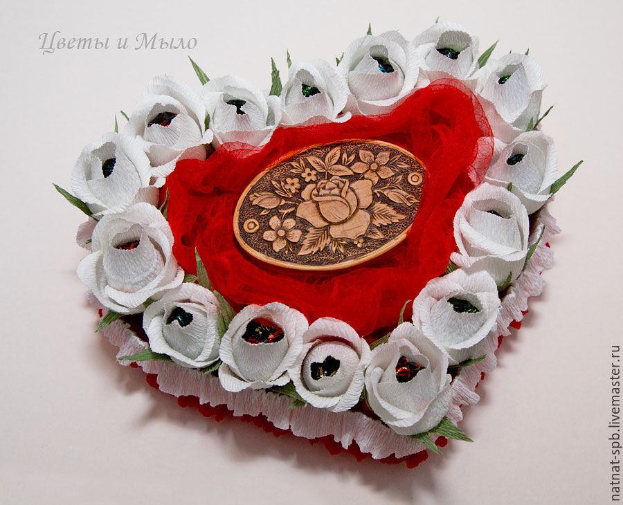 Сладкое сердце из конфет на день рождения. сердце из конфет, подарок к любому празднику и для хорошего настроения. сердце из конфет своими руками на плоском картоне