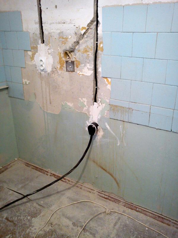 Замена электропроводки в панельном доме: правила и способы