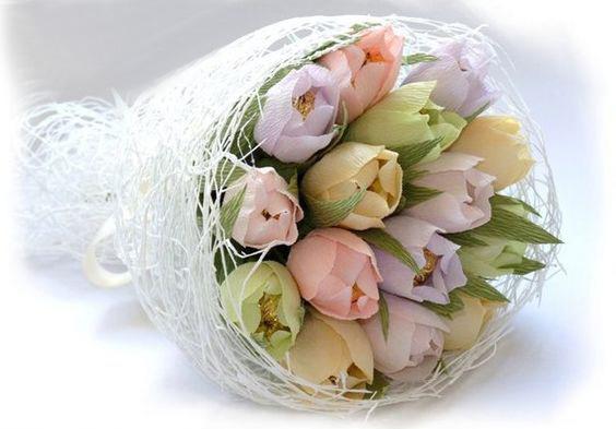Тюльпаны из гофрированной бумаги своими руками мастер класс с конфетами – тюльпаны из гофрированной бумаги с конфетами: идеи букетов и мастер-классы