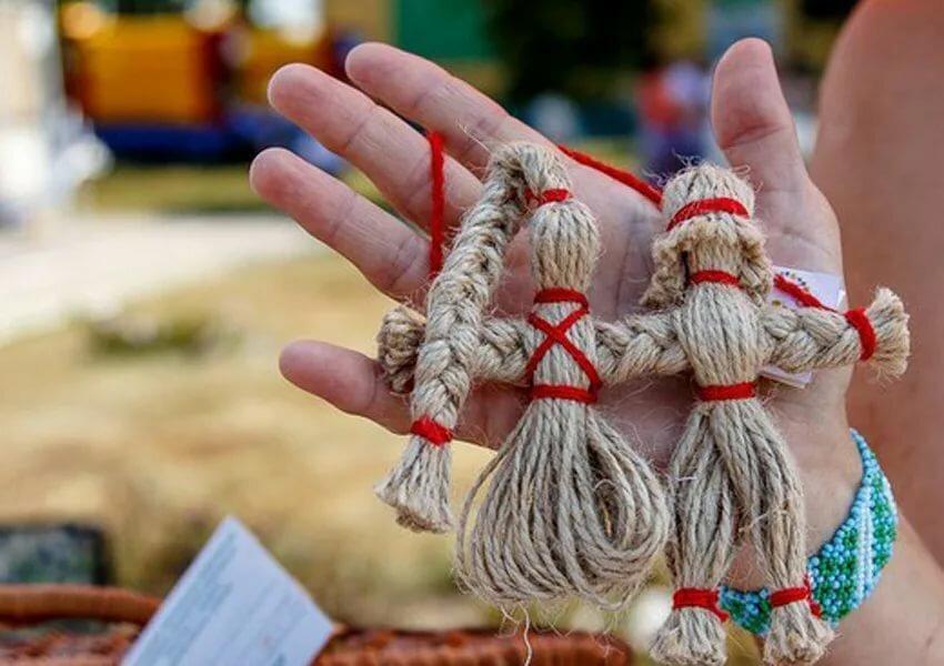 Как быстро и правильно сделать своими руками куклу-оберег поэтапно из ткани