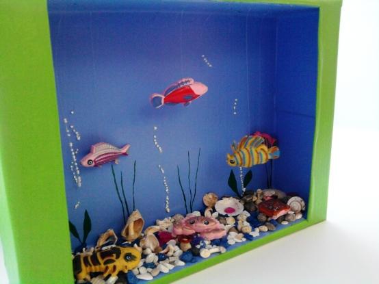 """Аквариум из бумаги поэтапно каракули. аппликация из цветной бумаги для детей младшей группы """"аквариум"""" пошагово с фото. шаблоны. этапы создания объемной аппликации «рыбки в аквариуме»"""