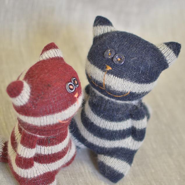 Видео игрушка мастер-класс вышивка шитьё нескучные игрушки из носков своими руками мои первые добрые котята нитки носки