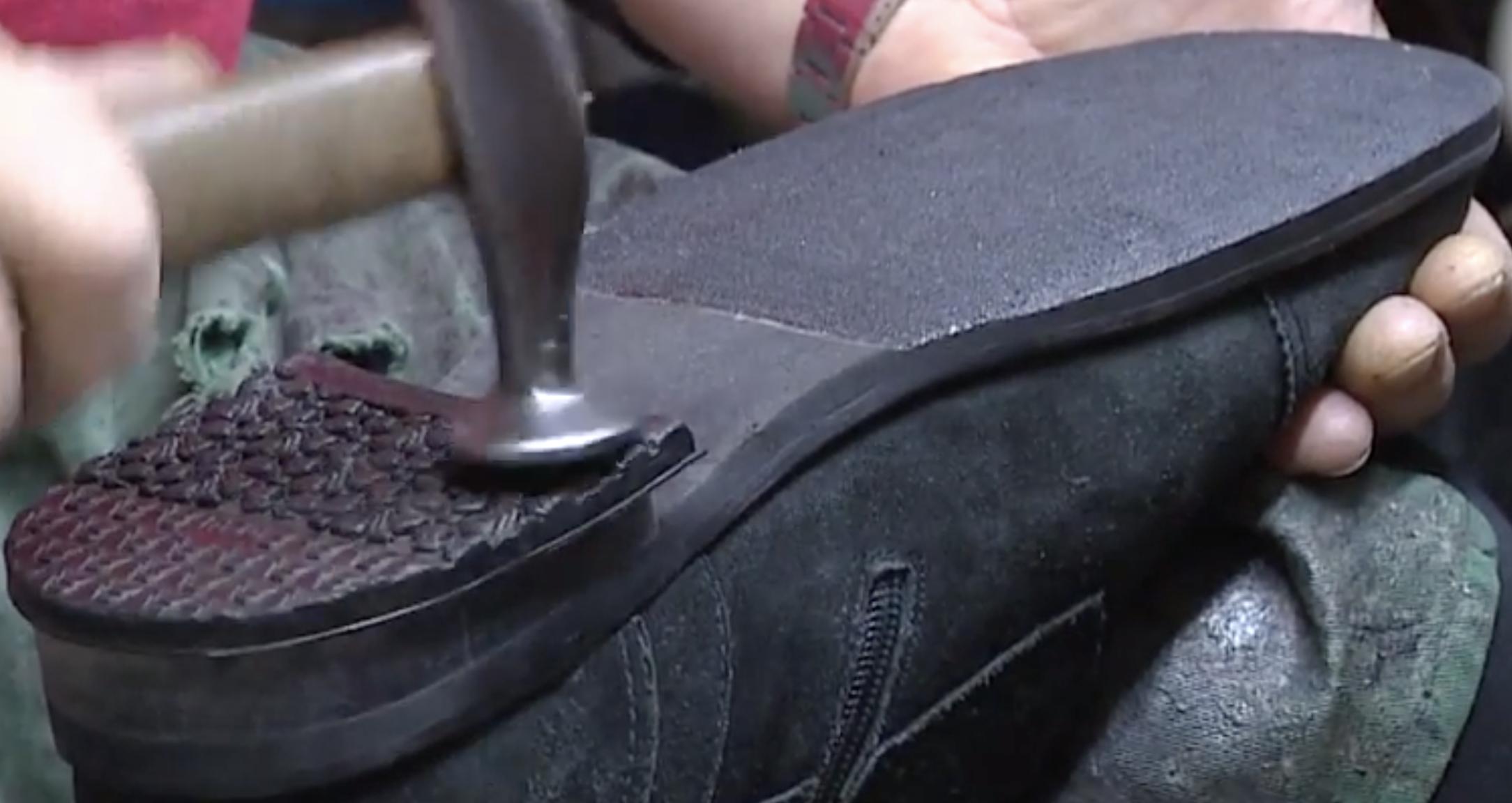 Как сделать подошву обуви нескользящей. как сделать подошву нескользкой – лейкопластырь, наждачная бумага, войлок. специальные накладки в мастерской