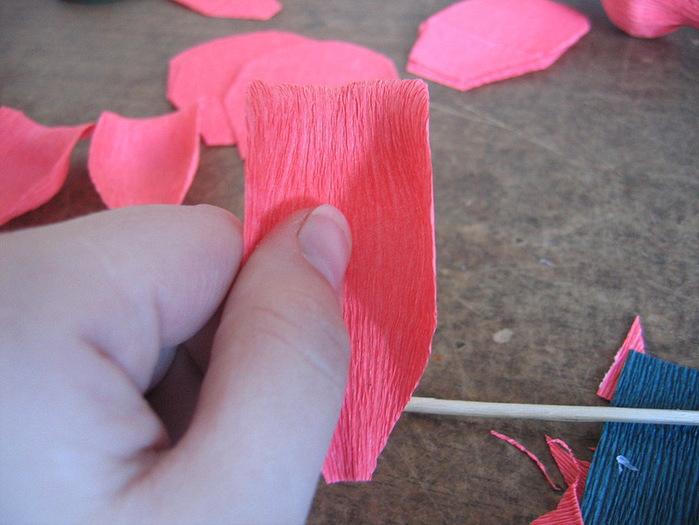 Мастер-класс свит-дизайн моделирование конструирование бутон розы для букета из конфет мастер-класс бумага гофрированная
