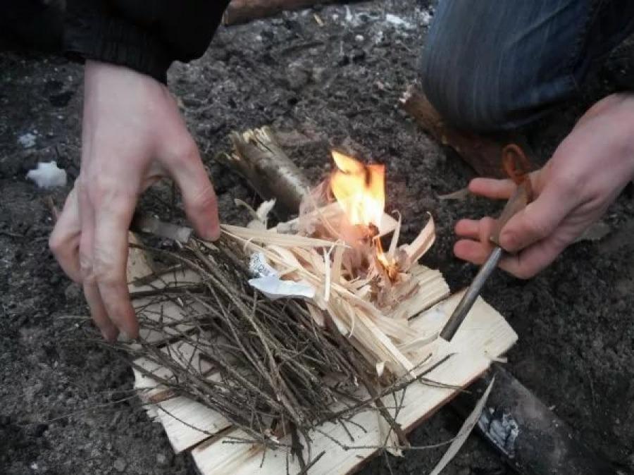Разжигаем огонь без спичек. 12 способов.