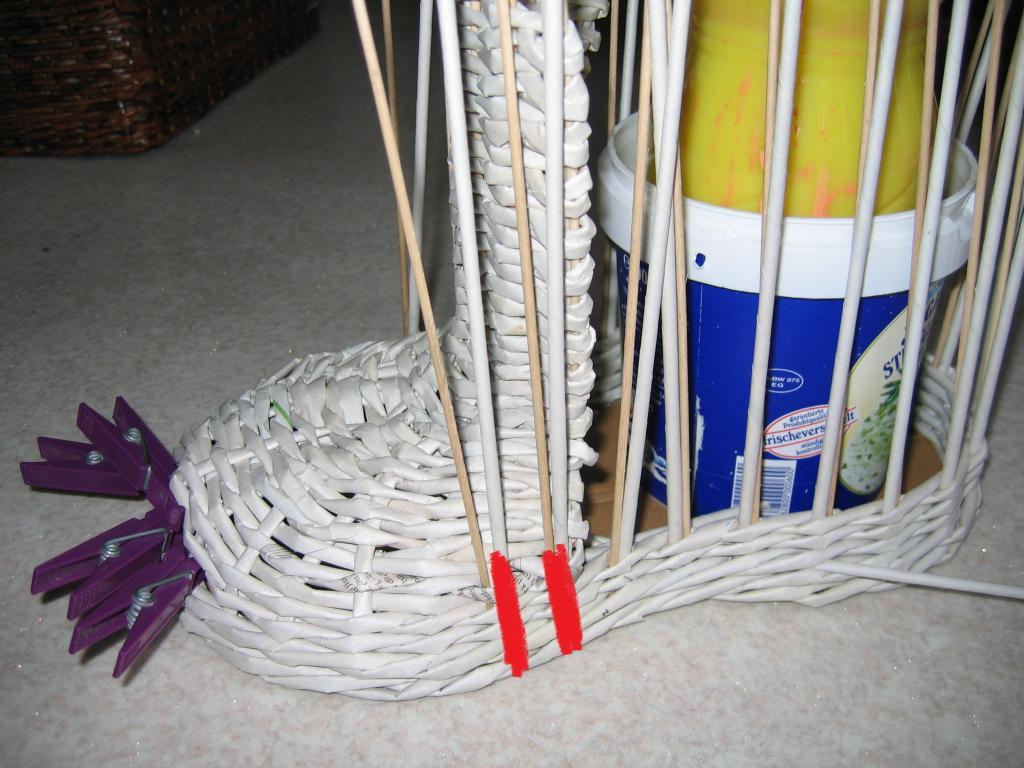 Поделка изделие плетение плетёное подвесное кашпо трубочки бумажные