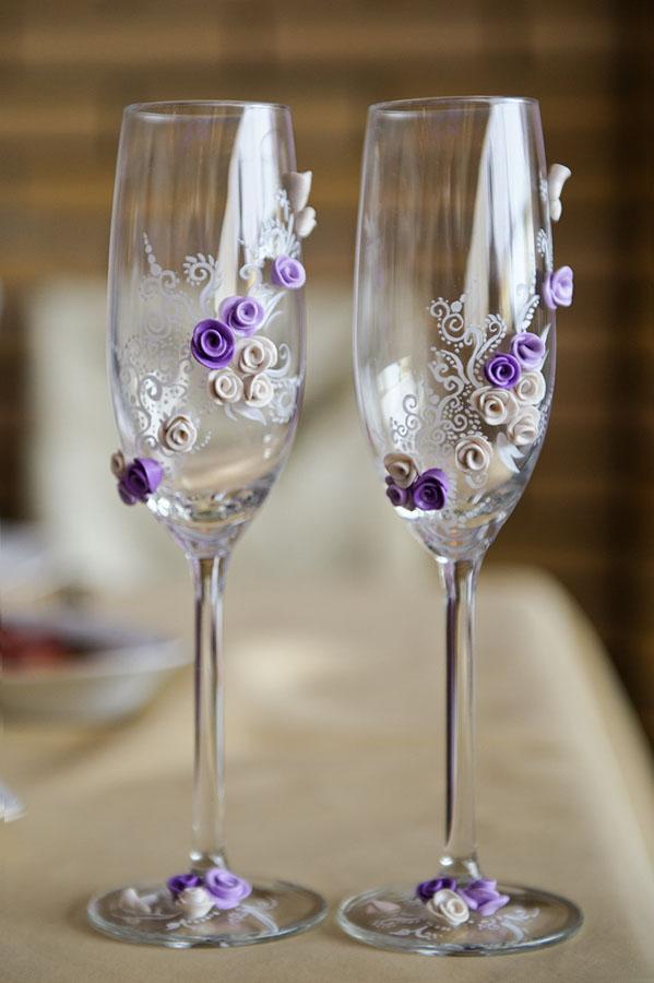 """Свадебные бокалы: фужер для молодоженов под шампанское, декор """"белый лебедь"""" и """"жених и невеста"""", сосуды ручной работы"""
