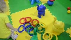 Учим цвета с ребенком: 10 креативных развивающих игр