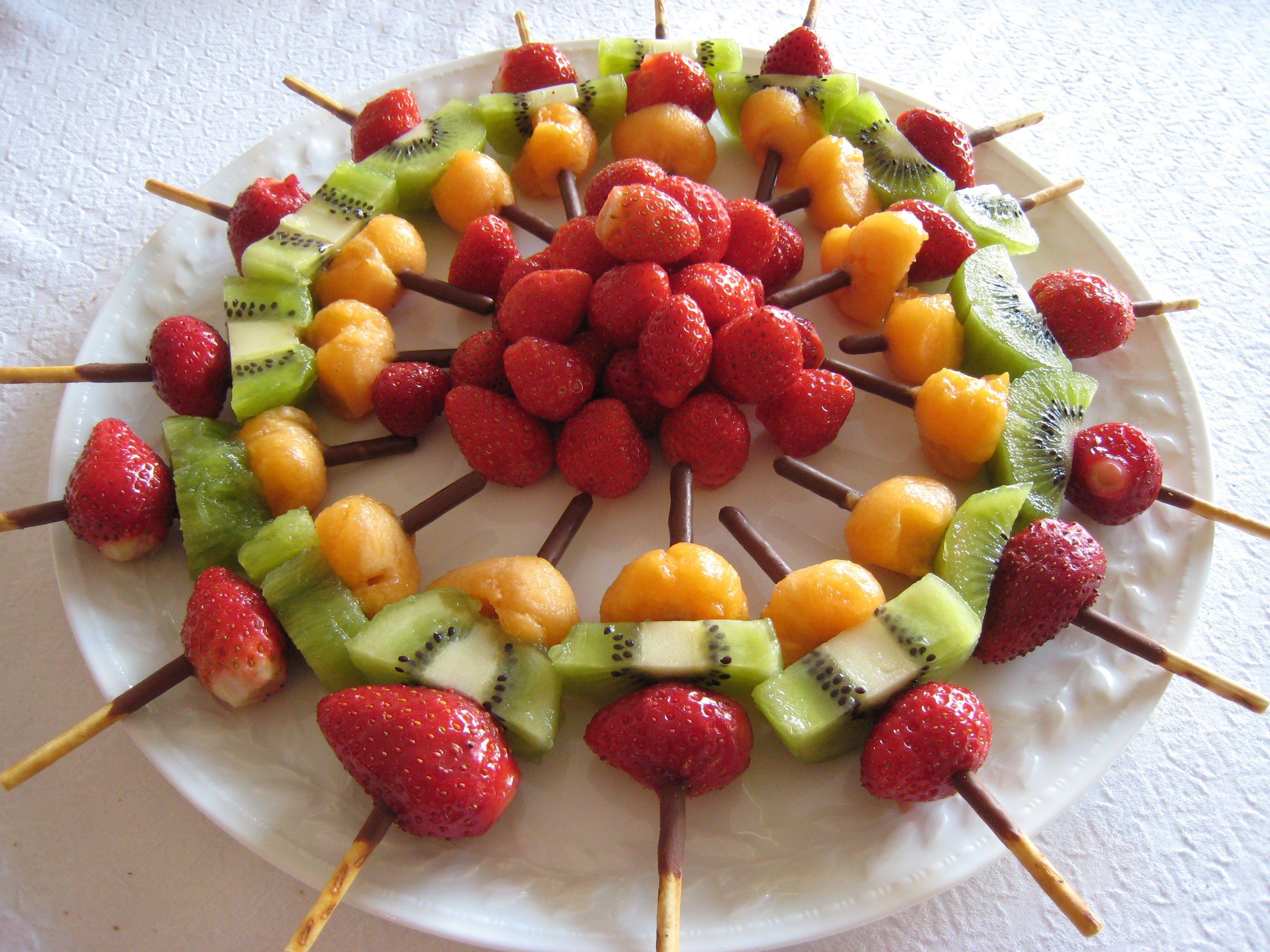 Фруктовая нарезка - как красиво украсить праздничный стол ассорти из фруктов (фото)