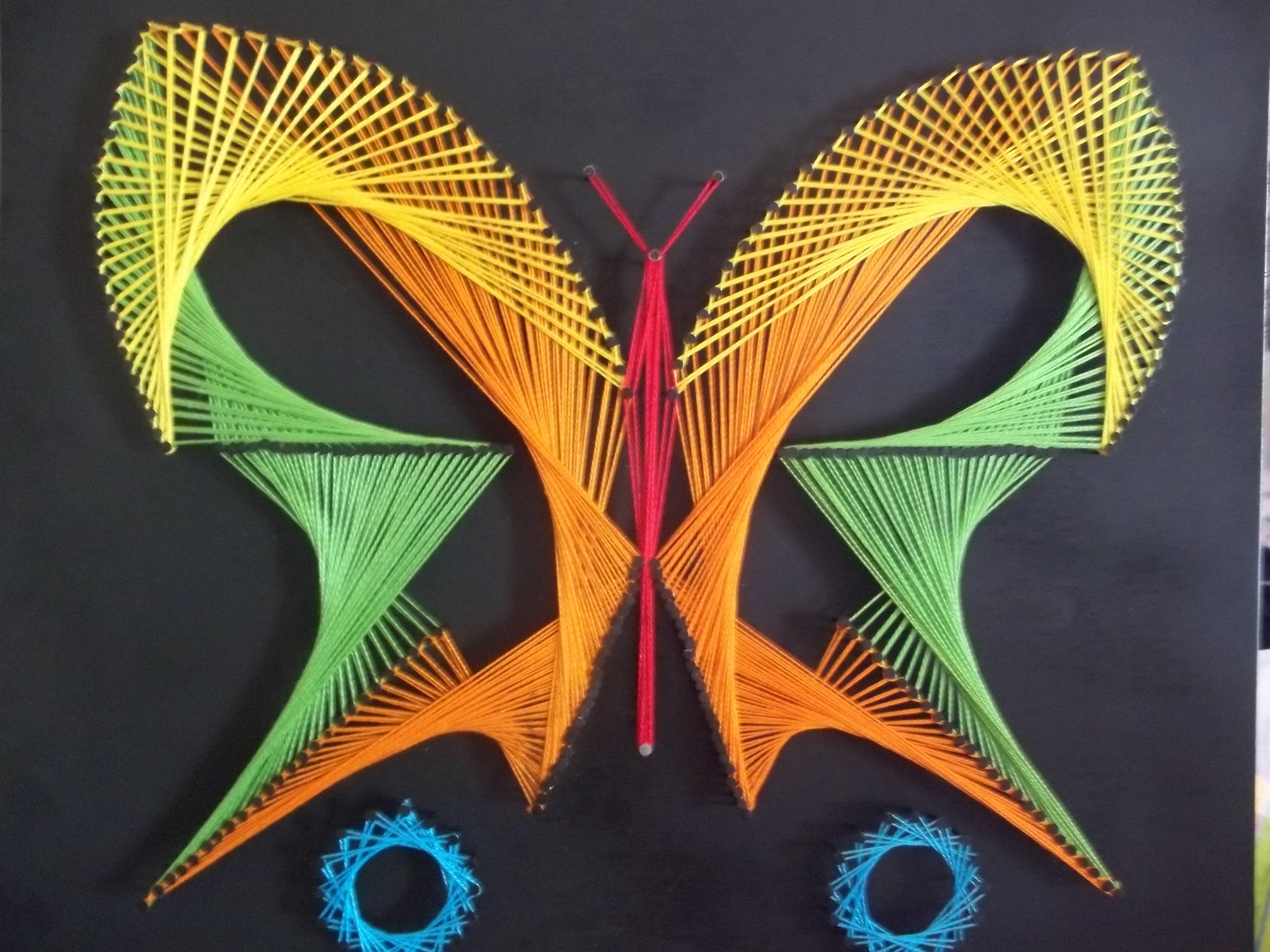 Картина с использованием гвоздей и ниток