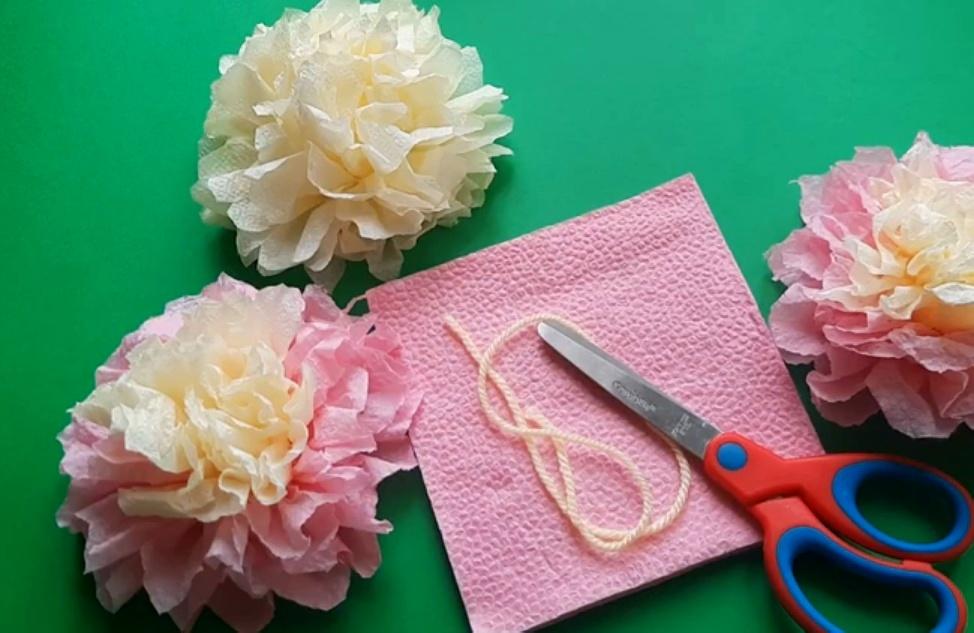 Цветы из салфеток своими руками - 12 оригинальных идей, инструкция и мастер-классы (фото)
