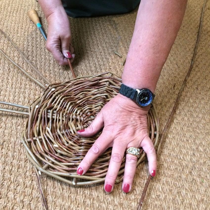 Плетение корзин из ивы: технология, материалы, процесс