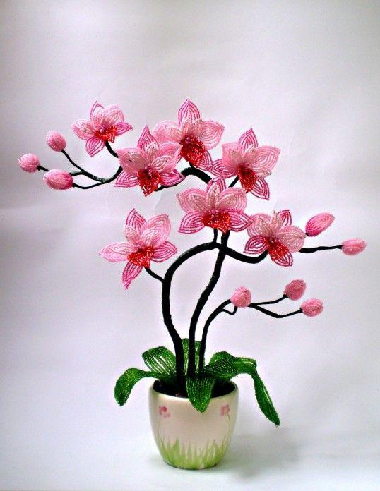 Учимся делать цветы, букеты и композиции из бисера