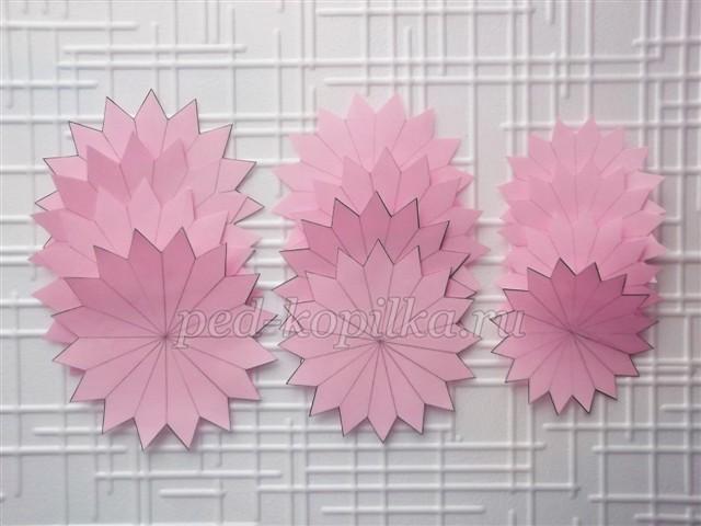 Георгин из гофрированной бумаги: как сделать объемные цветы своими руками, пошаговая инструкция поделок из цветной бумаги - пошагово с конфетами по шаблонам