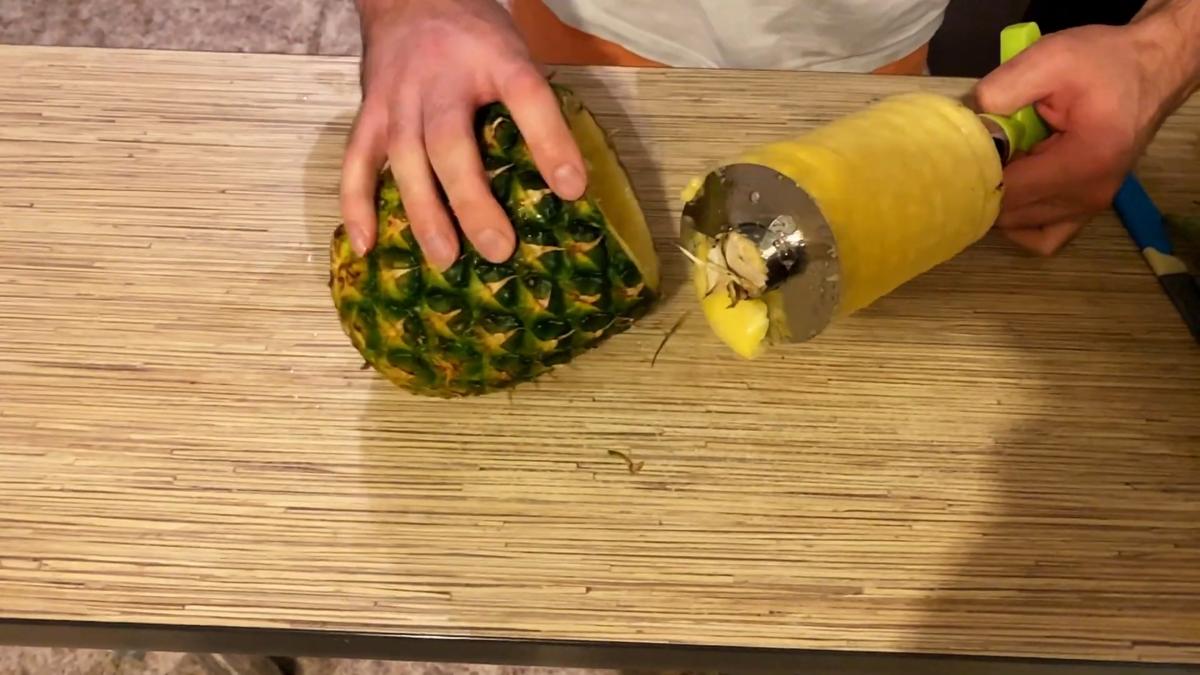 Как правильно чистить ананас в домашних условиях?
