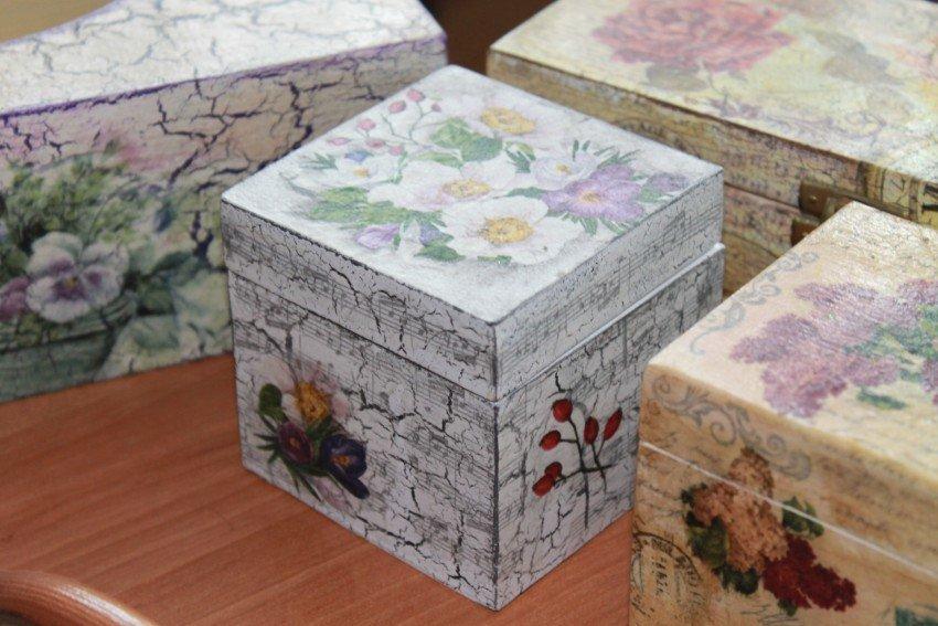 Декупаж картонных, деревянных и пластиковых коробок - мастер-классы для начинающих (62 фото)