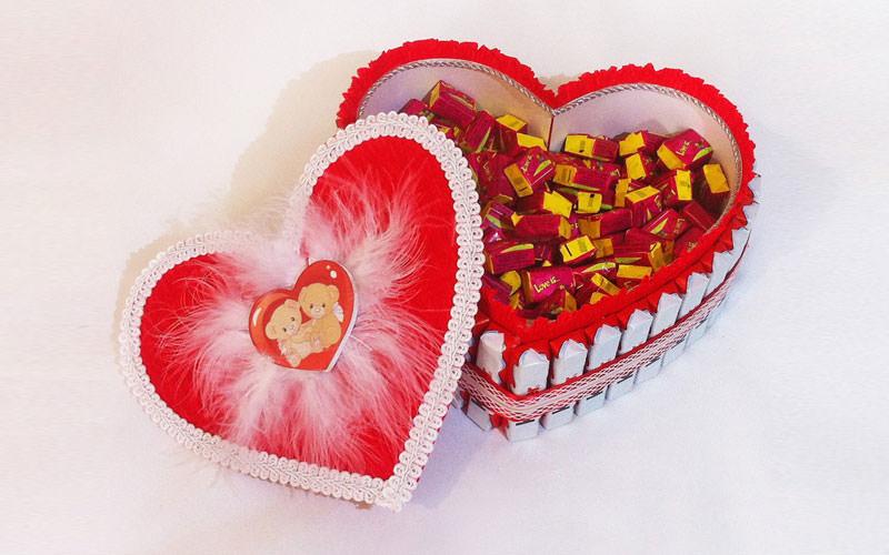 Шоколадные шкатулки ко дню святого валентина «love is…»