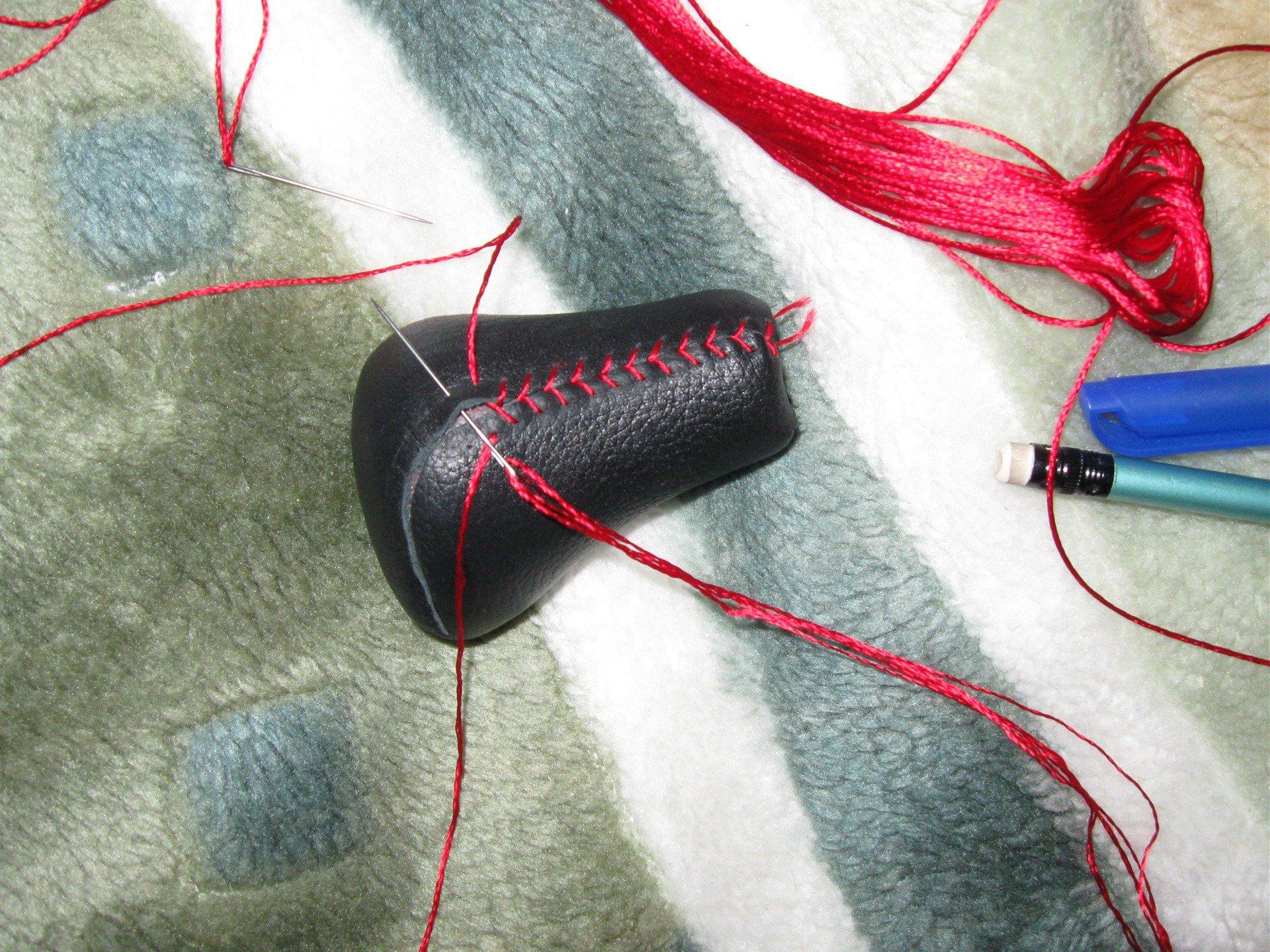 Перетяжка ручки кпп кожей своими руками: из чего можно сделать чехол и как обшить, реставрация и обтяжка рукоятки коробки переключения передач с фото и видео
