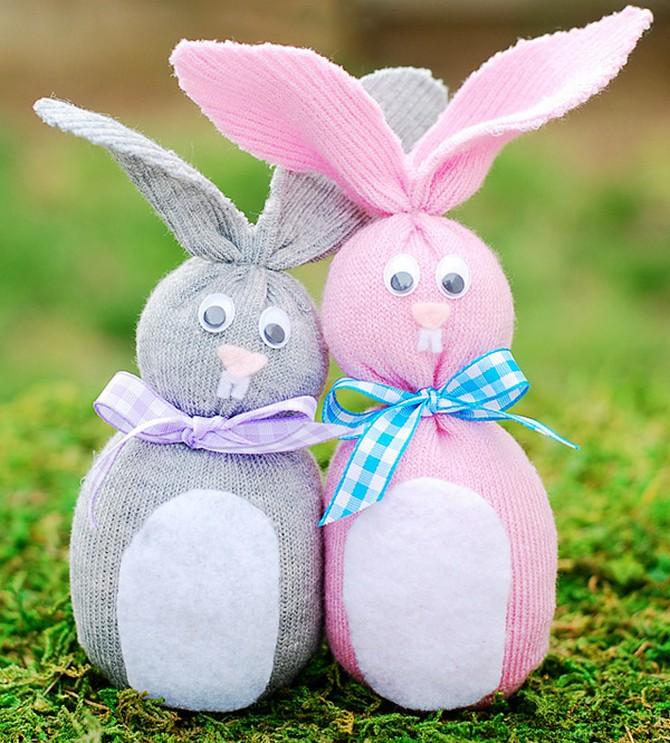 Замечательные зайцы из носков своими руками