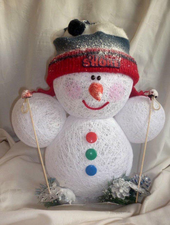 Снеговик из ниток.  готовимся к новому году | страна мастеров