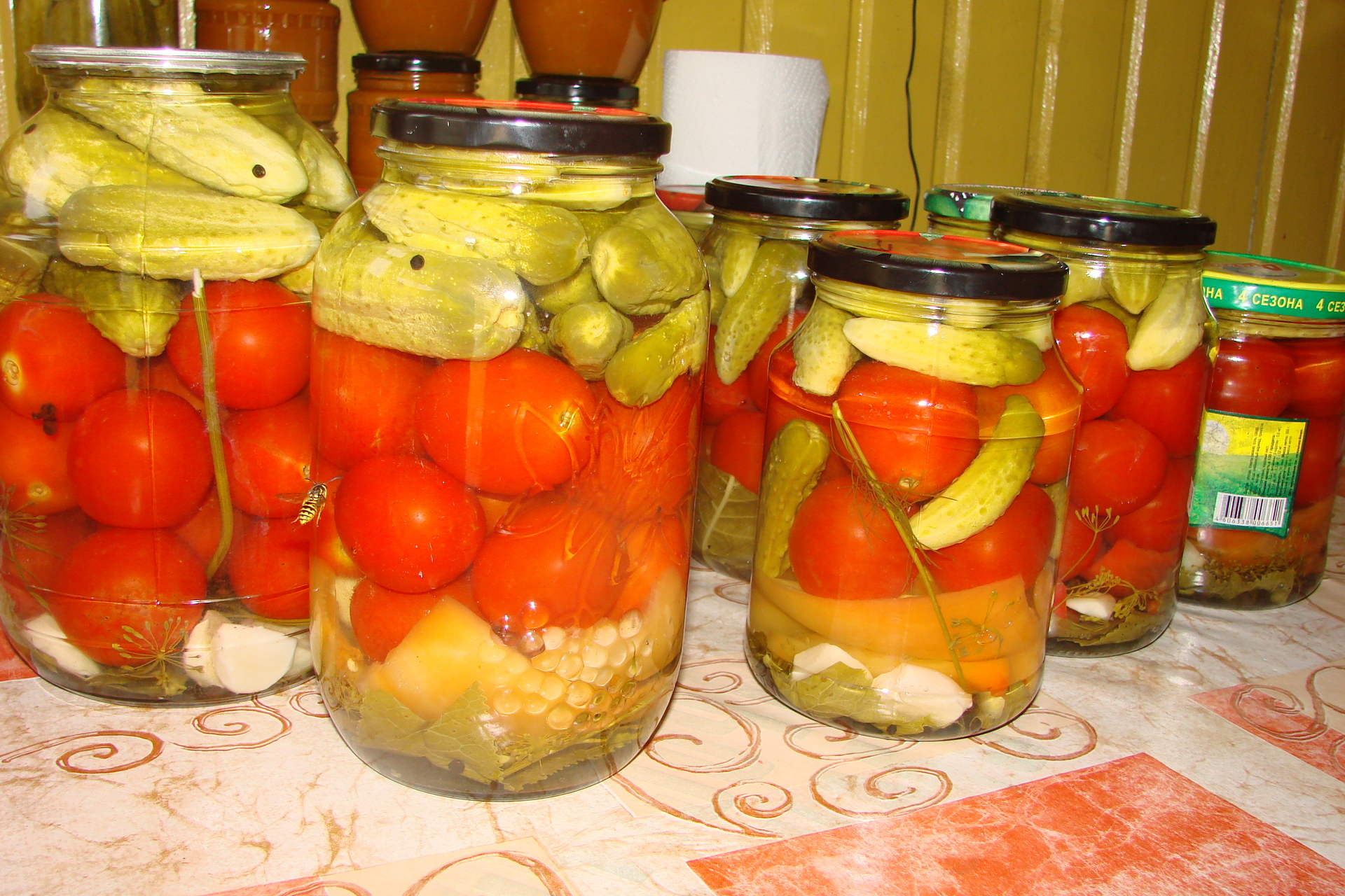 Быстрое консервирование помидор и огурцов – кулинарный рецепт