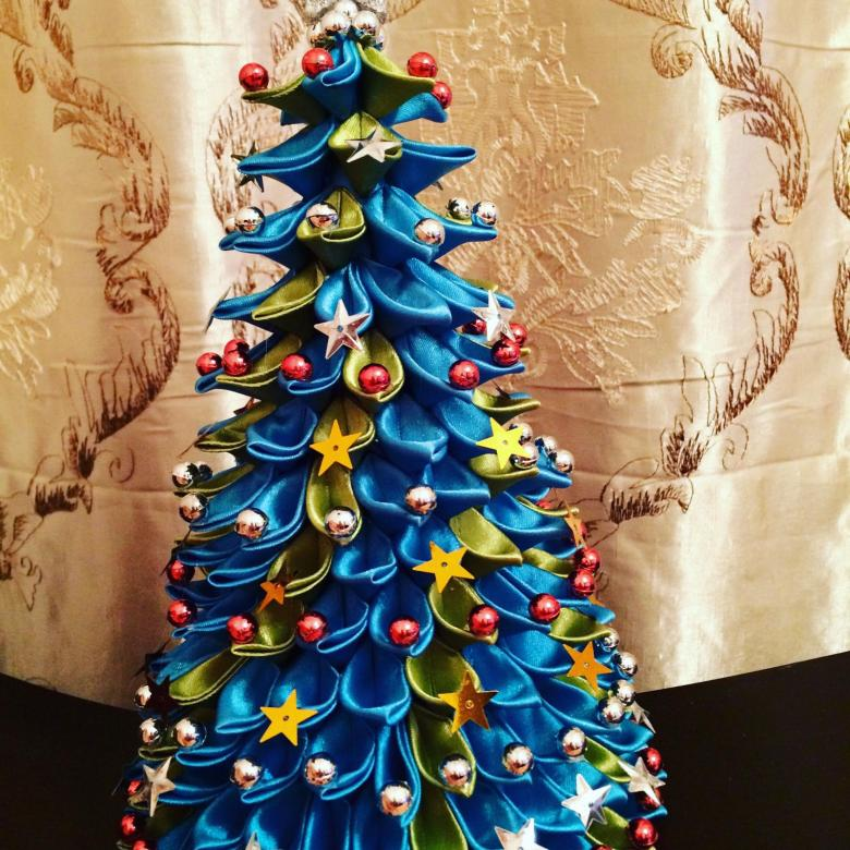 ᐉ как сделать новогоднюю елочку из атласных лент. ёлка своими руками из лент в технике канзаши на новый год ✅ igrad.su