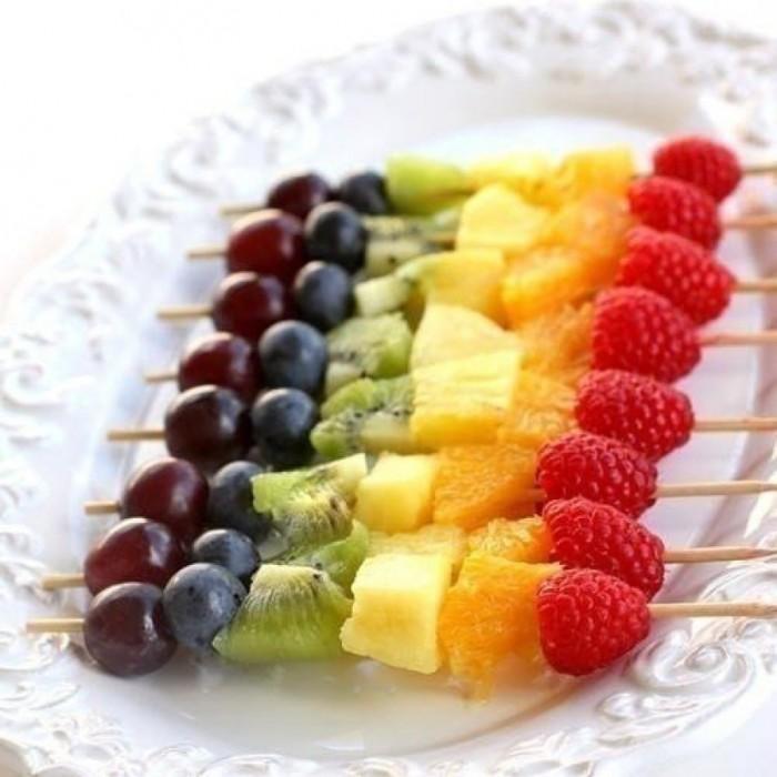 Фруктовая, овощная и колбасная нарезка на праздничный стол: интересные варианты
