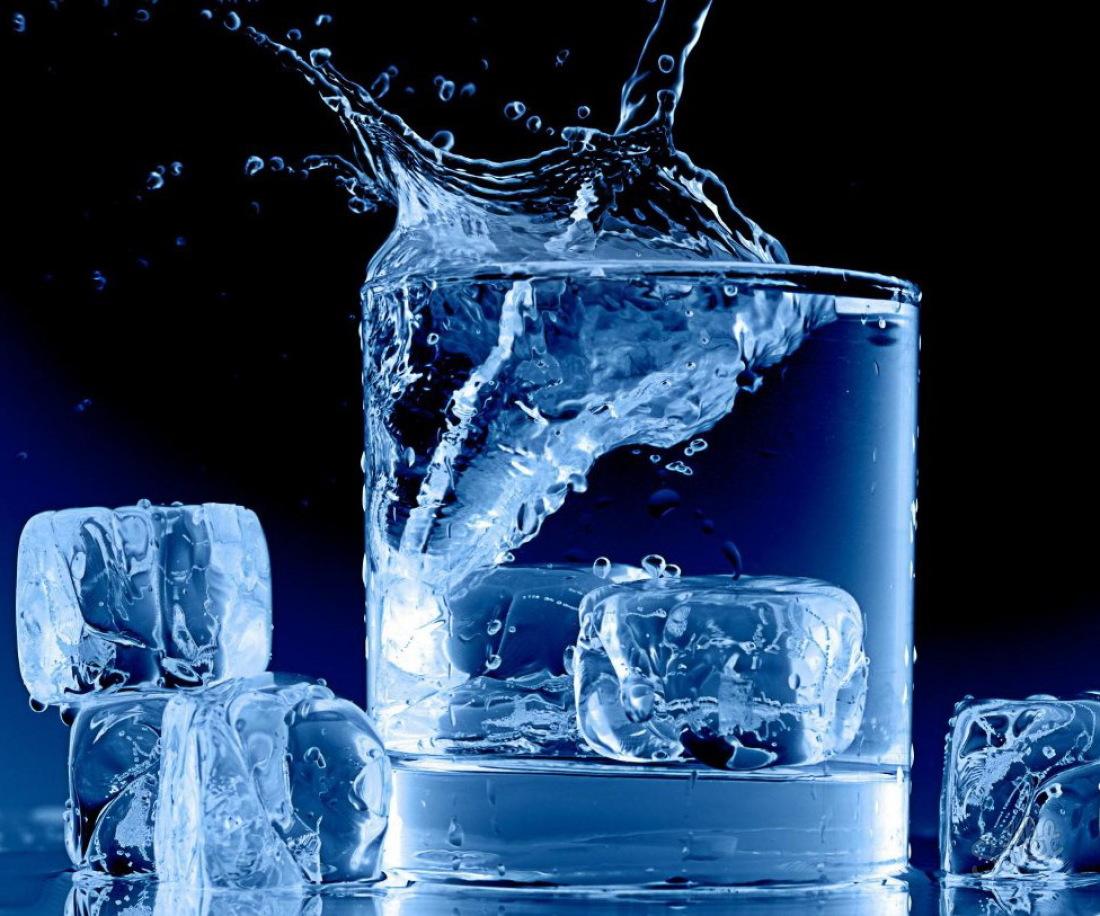 Как быстро заморозить лед в морозилке для коктейлей и сделать кубики