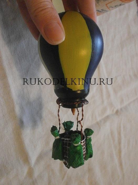Елочные украшения и поделки из лампочек