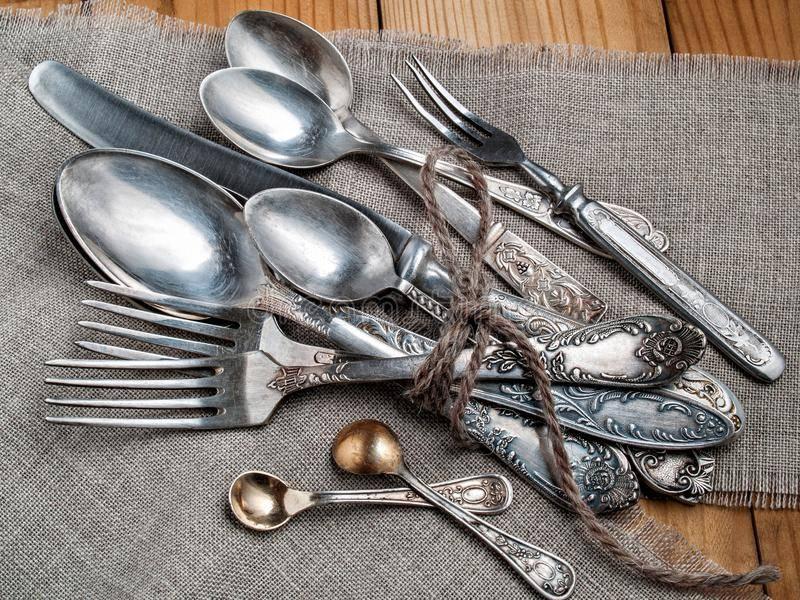 22 лучших способа, как можно почистить мельхиоровые ложки в домашних условиях
