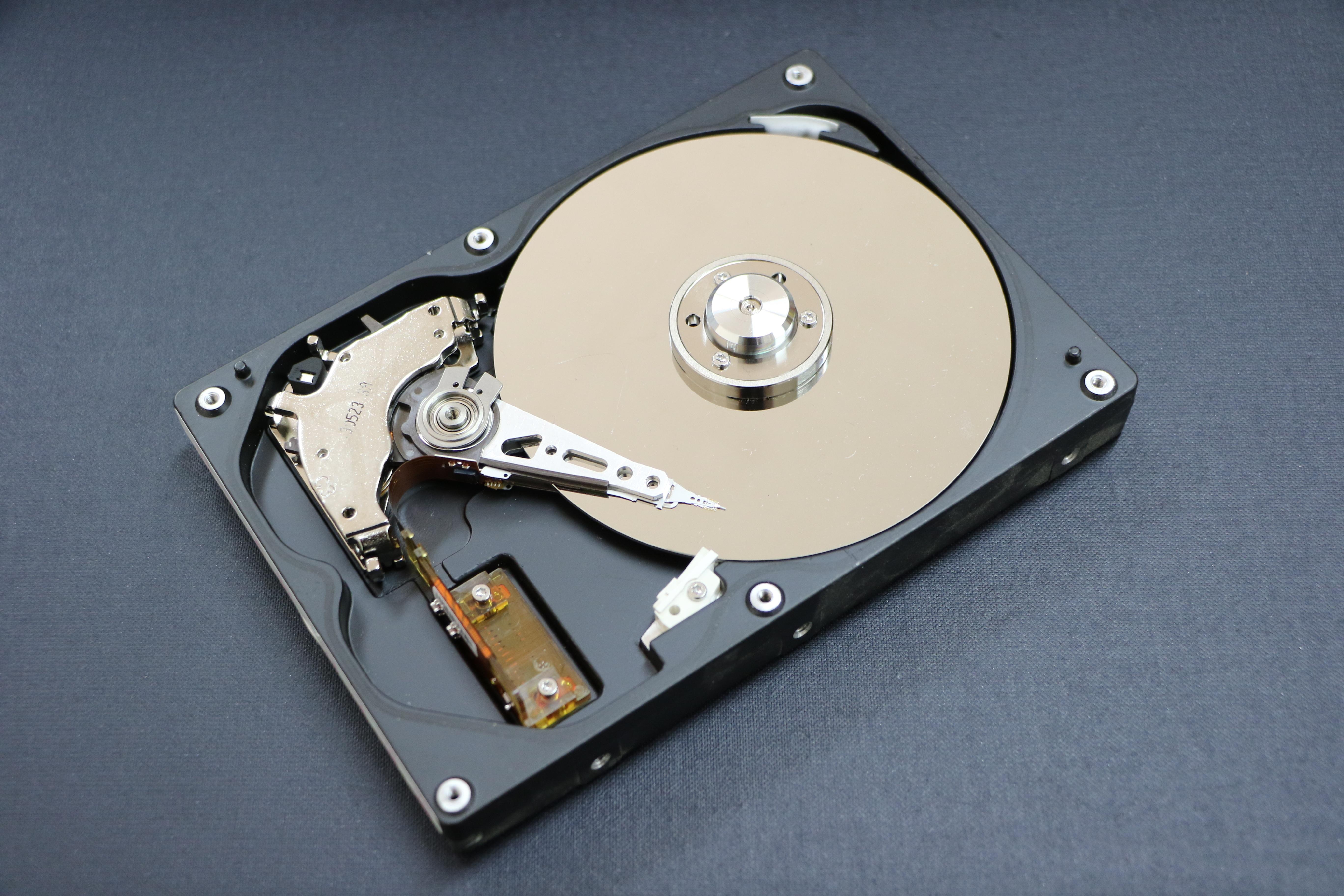 Что выбрать: флешку или внешний жесткий диск?
