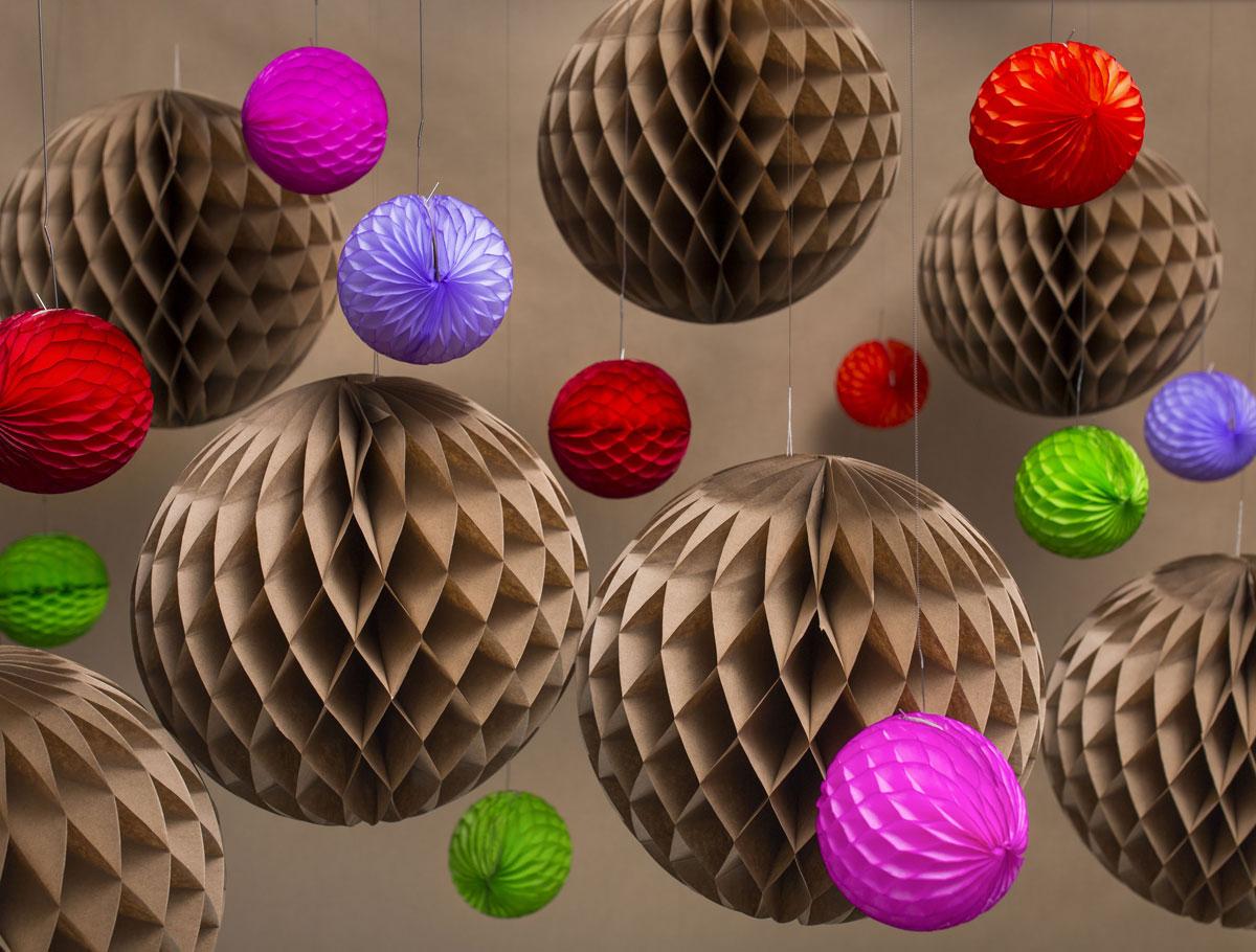 Шар из бумаги своими руками: какой материал можно использовать, пошаговая инструкция по изготовлению объемного шара из салфеток, идеи по использованию в декоре