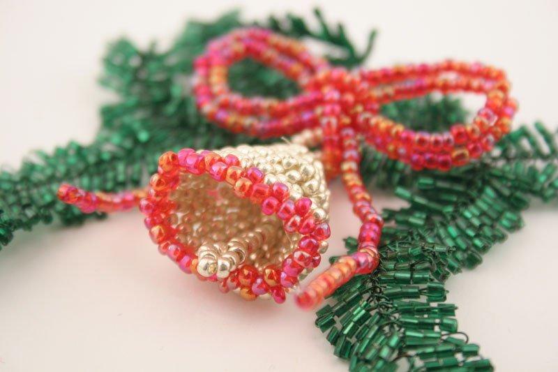 Снежинки из бисера и бусин своими руками для начинающих (схемы плетения внутри)