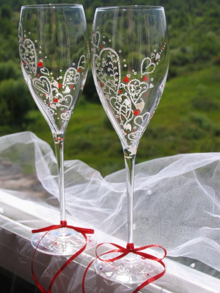 Красивая и необычная роспись свадебных бокалов своими руками