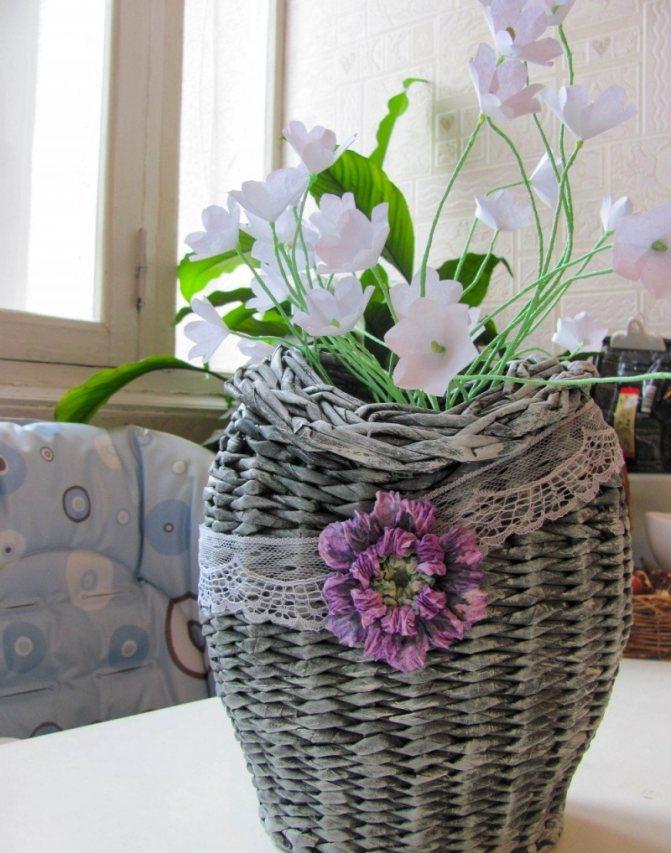 Горшок для цветов из газетных трубочек