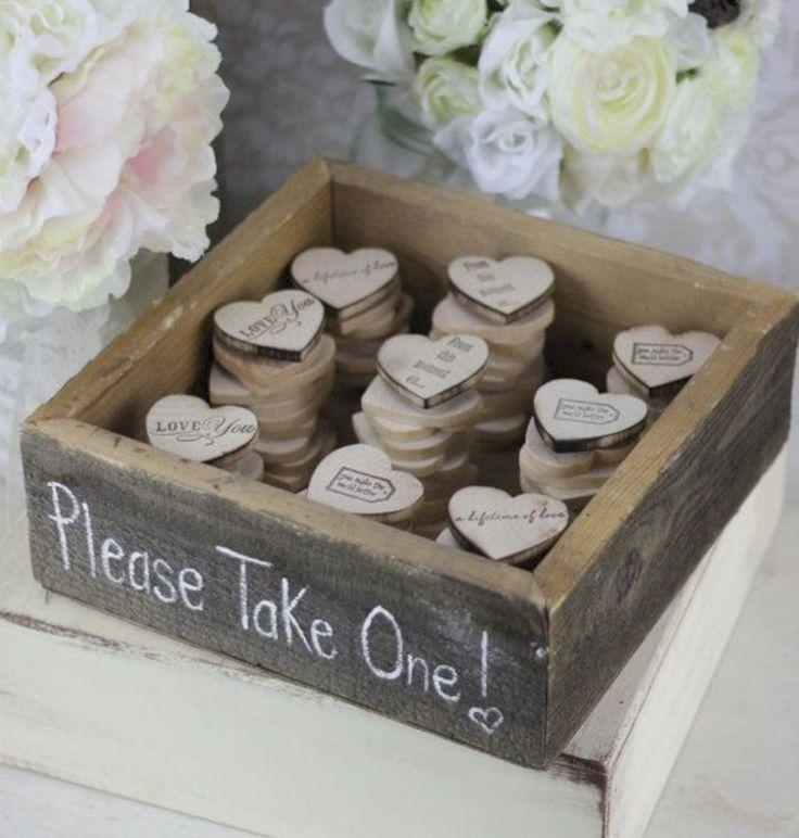 Символический подарок на свадьбу: что выбрать шутку или глубокий смысл