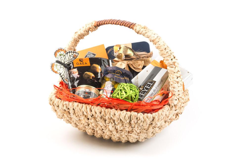 Самодельная корзинка с декоративным бантиком