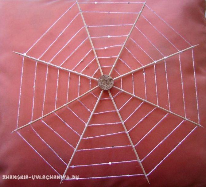 Инструкция, как сделать паука из бумаги