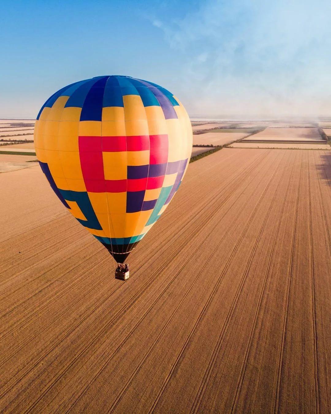 Полет в подарок: кому лучше подарить полет на самолете, вертолете, параплане и на воздушном шаре? как выбрать в подарок урок с управлением спортивного самолета?