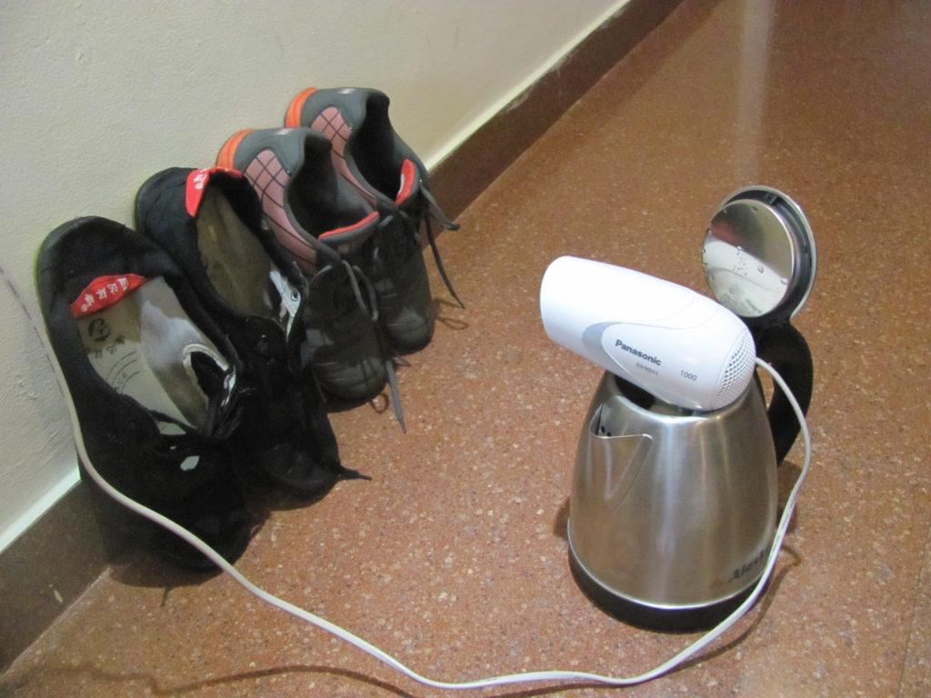 Как изготовить сушилку для обуви из пластиковых труб. сушилка для обуви из подручных материалов, изготовление своими руками воздушная сушилка для обуви сделать самому