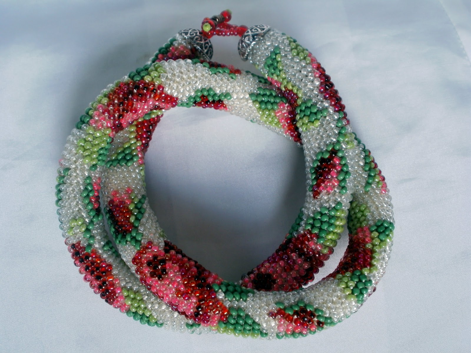 Изготовление жгута из бисера с помощью плетения по схемам