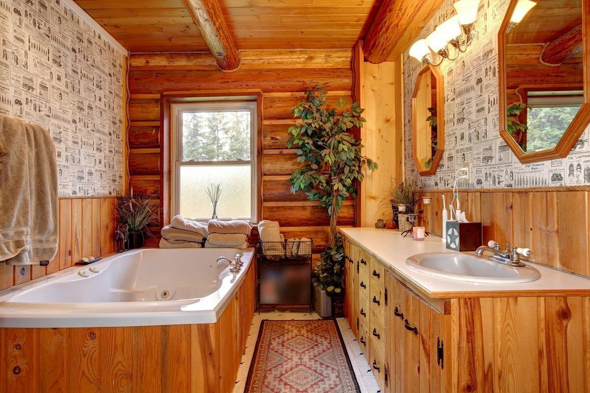 Ванная комната в деревянном доме: фото интерьера красивой отделки в доме из бруса
